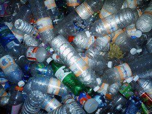 Botellas de plástico pequeñas