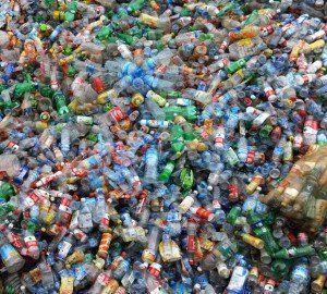 Montaña de plásticos.