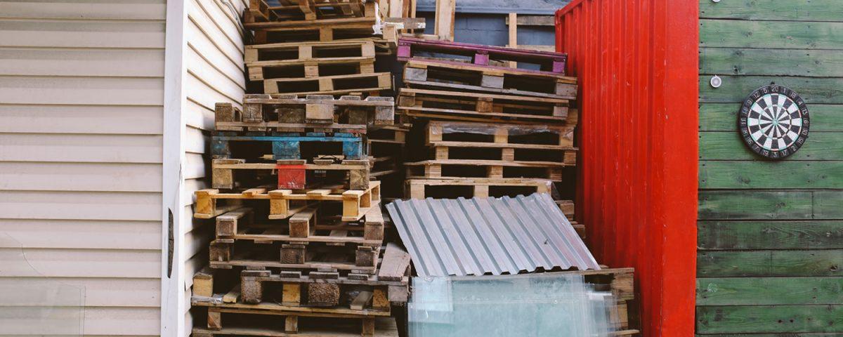 ¿Qué características deben tener los contenedores para residuos?